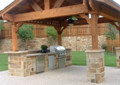 Outdoor-Kitchen-w--stone-columns